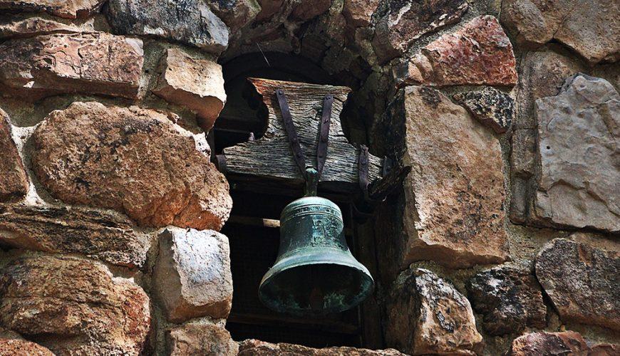 La campana suena dos veces, por Gladys M Acevedo